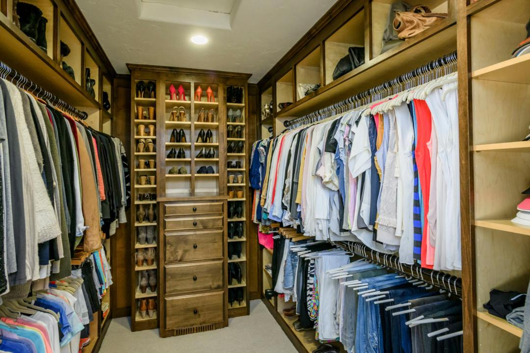 280 Robin Rd Hillsborough CA-large-036-80-Master Closet-1500x1000-72dpi