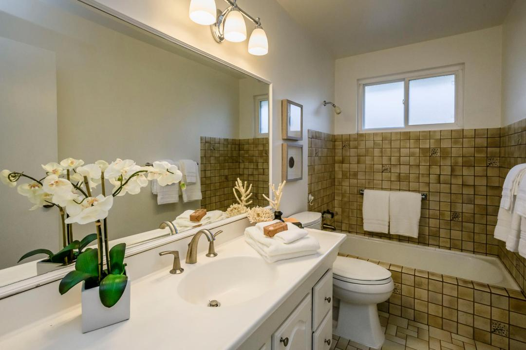 749 San Diego Ave Sunnyvale CA-large-018-21-Bathroom-1500x1000-72dpi