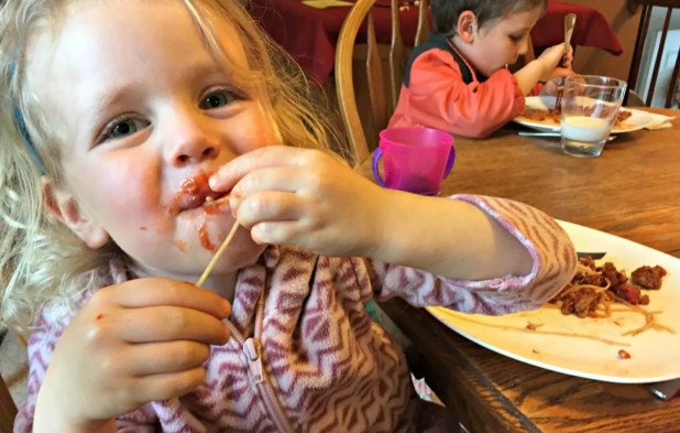 kids eating awesome spaghetti