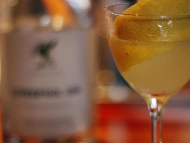 Billede af Liverpool Gin med skive orange i