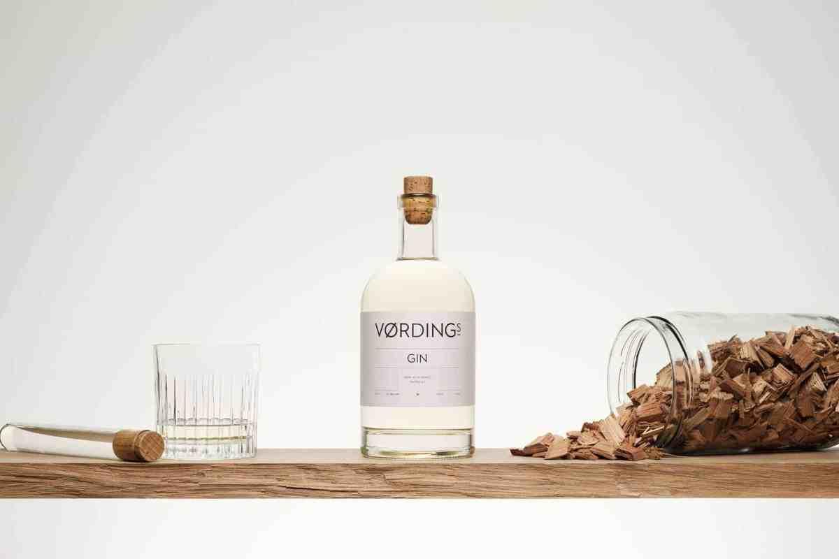Billede af en Vørdings Gin med cedertræ