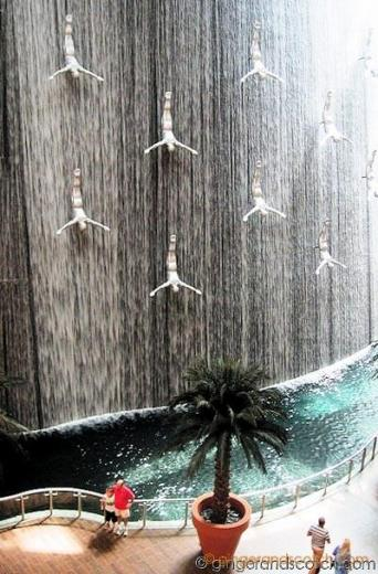 Dubai Mall Diving Fountain