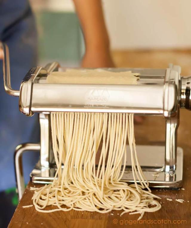 Cutting ramen dough into strands