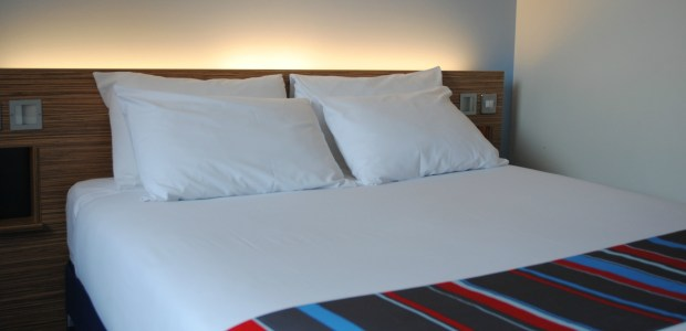 Travelodge-Central-Strand-Liverpool-Bed