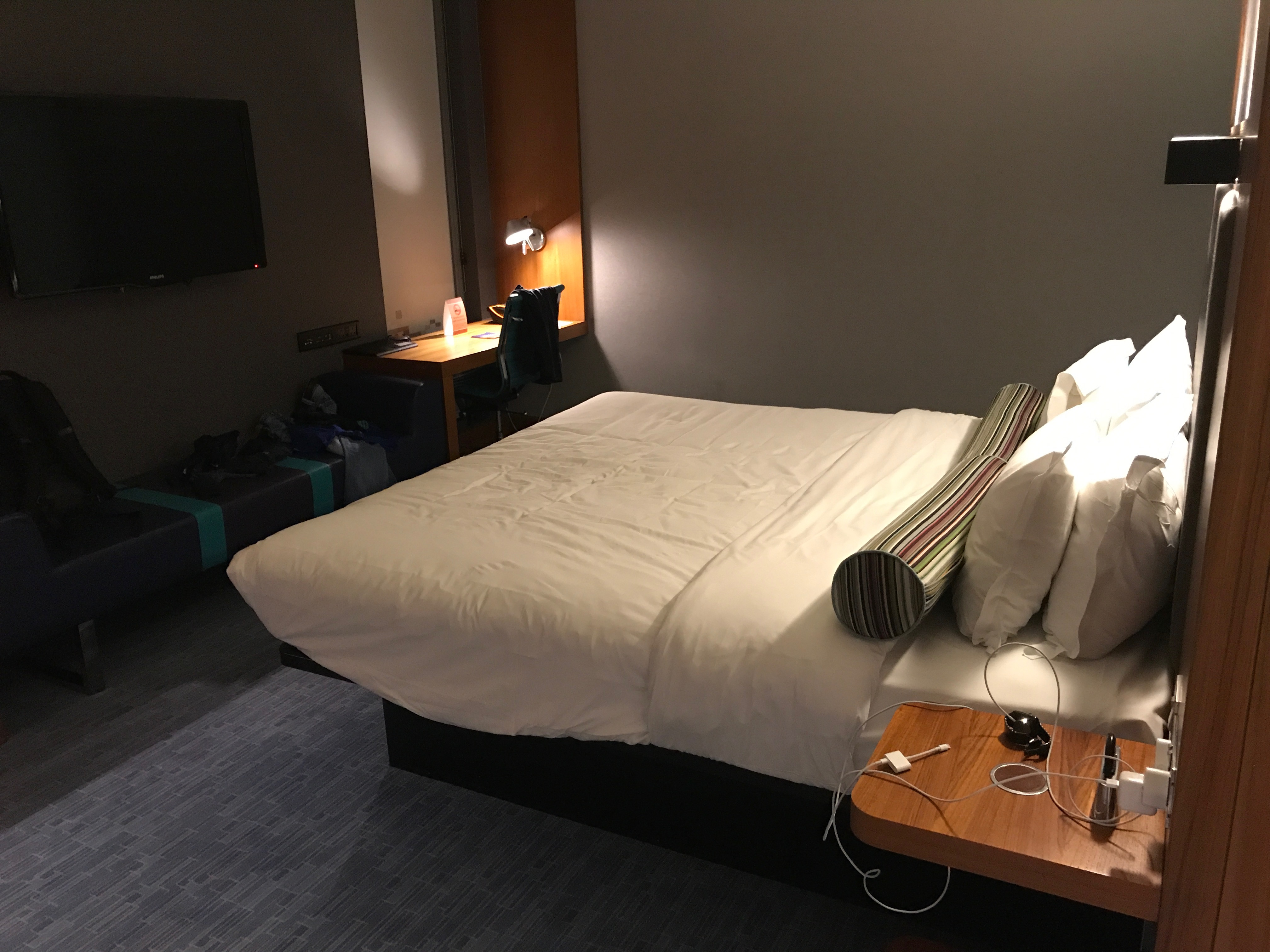 king bed at the aLoft Excel