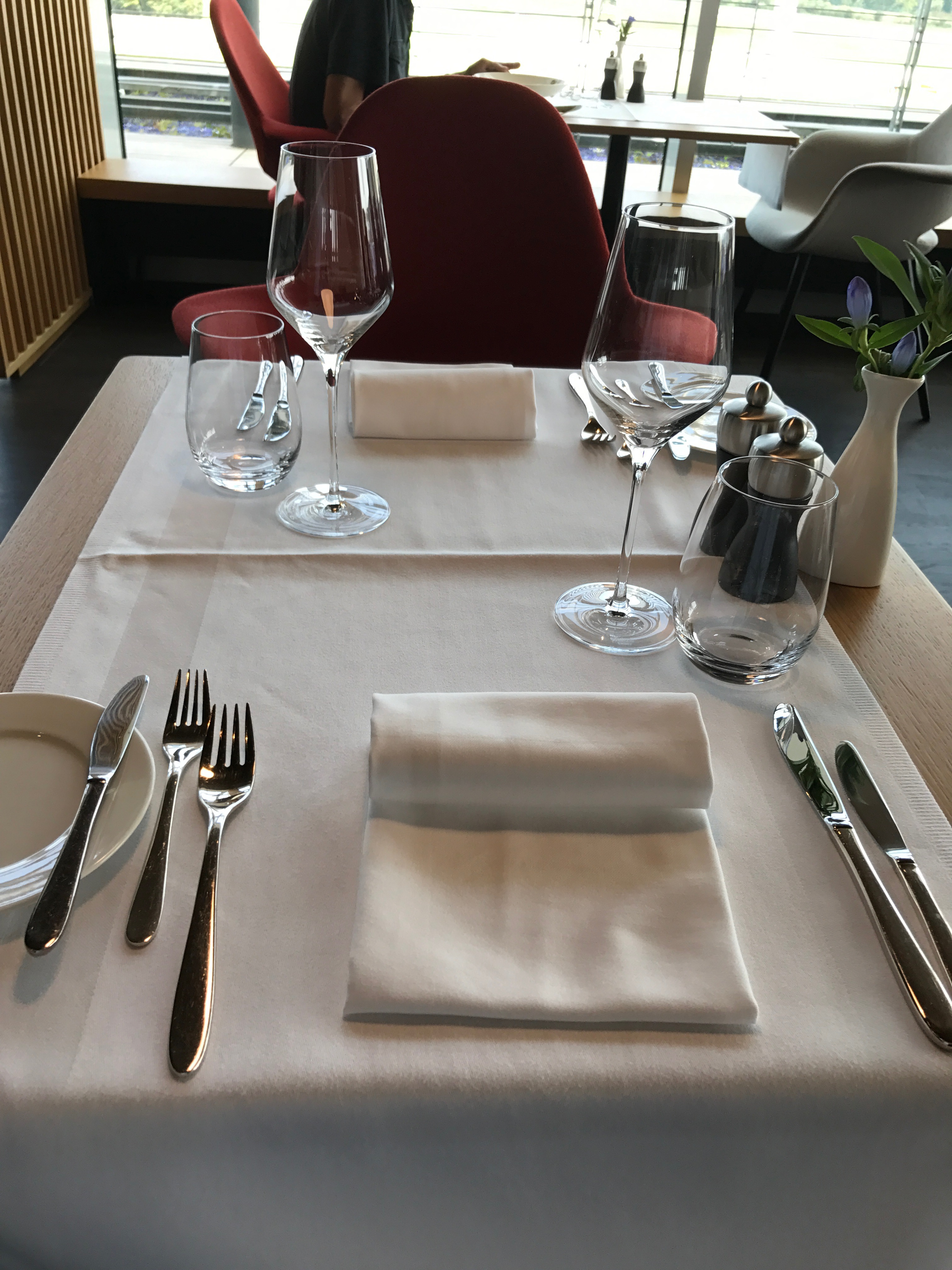 Swiss First Class Lounge at Zurich dining area