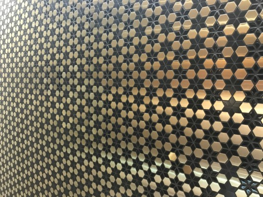 Patterned wall in the Qatar Premium Lounge Heathrow lavatory