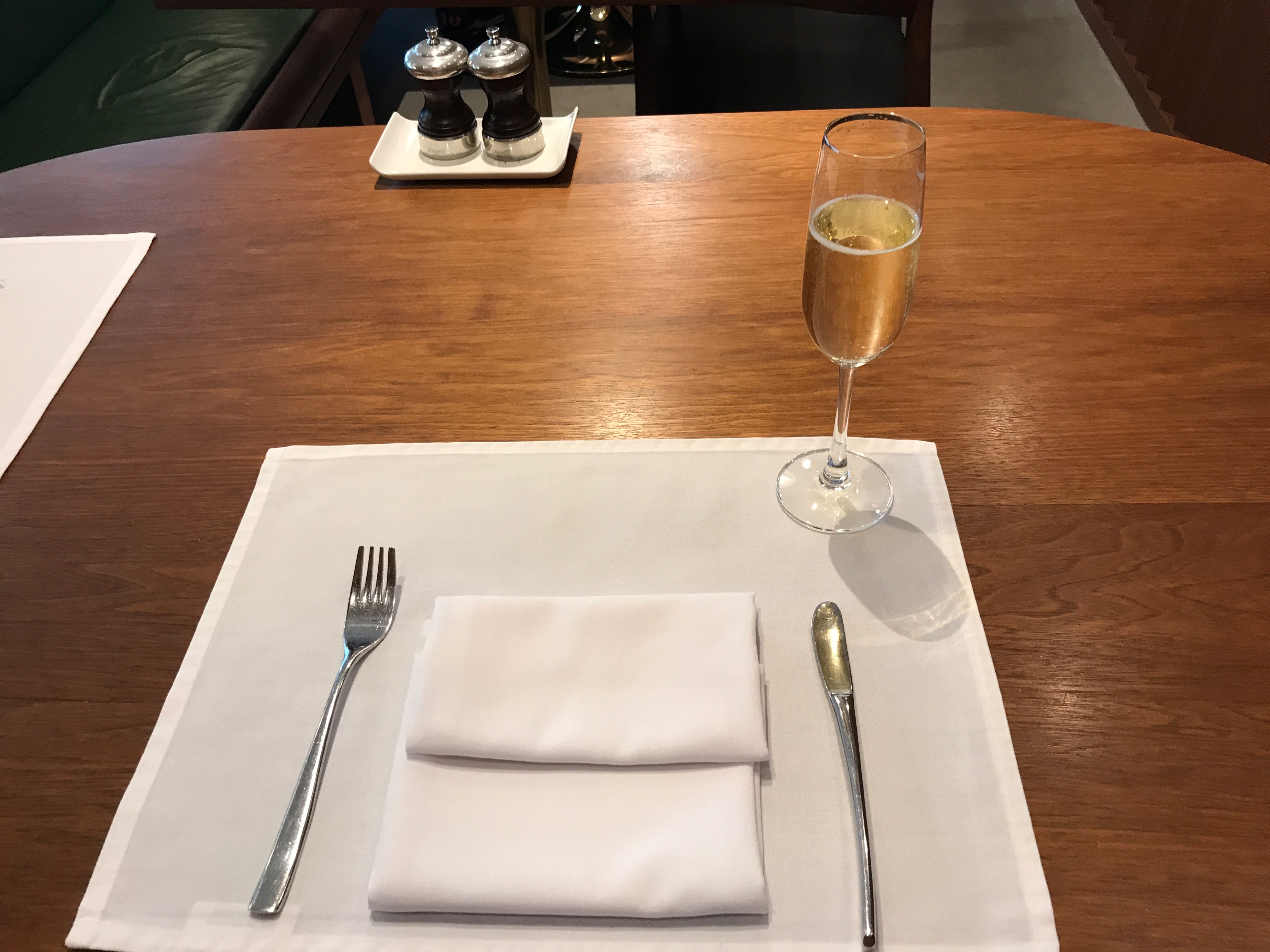 cathay pacific table with a glass of champagne at Heathrow terminal 3