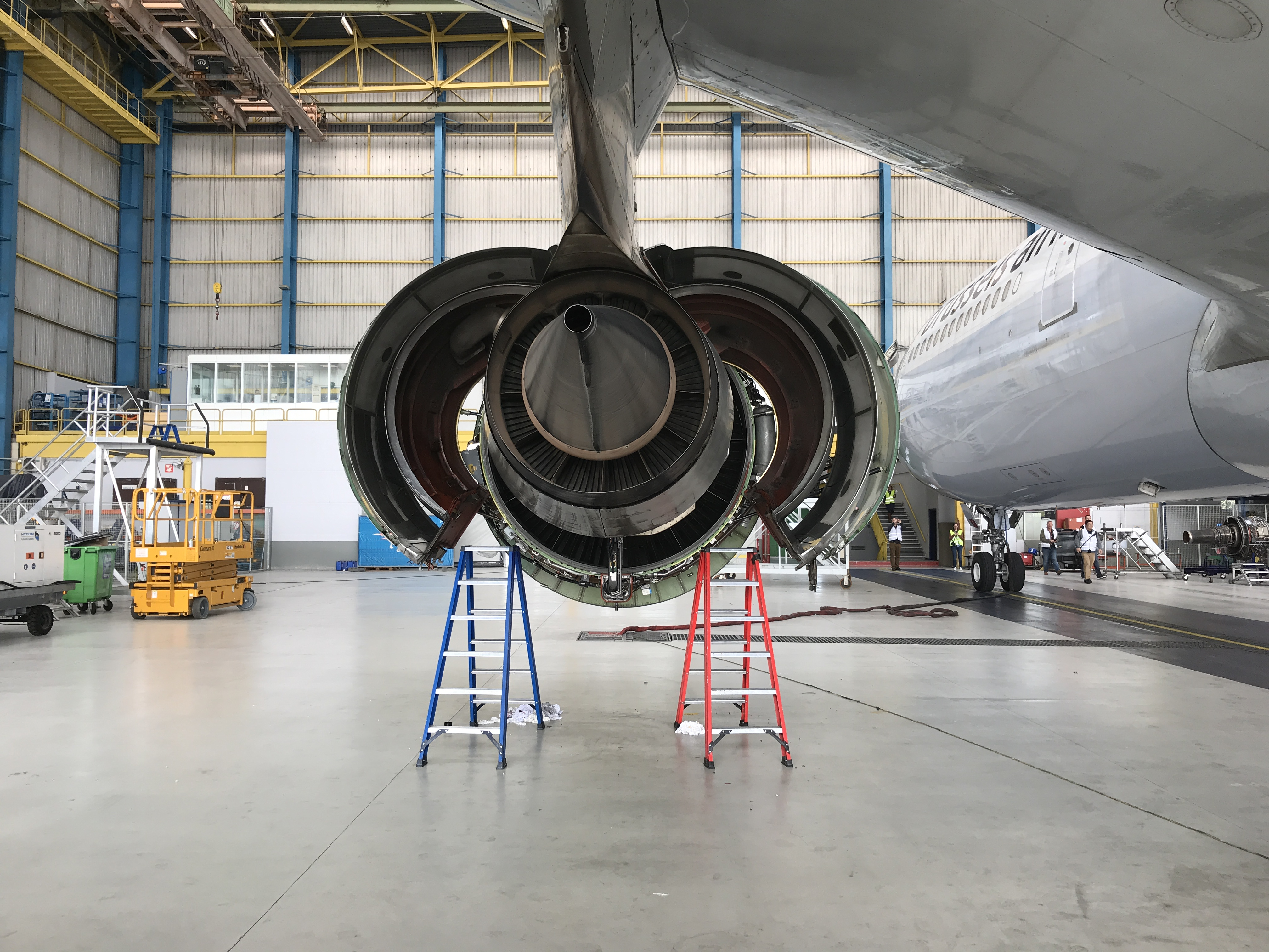 General Electric CF6 with open side cowlings