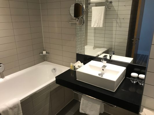 Crowne Plaza Newcastle bathroom