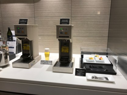 JAL First Class lounge Haneda beer pouring machine