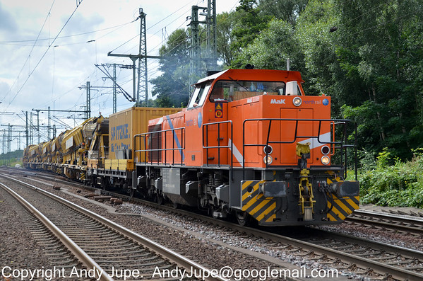 275 804-3 in North Rail livery leaves Hamburg Harburg yard hauling  ballast hoppers on the 20th of July 2012