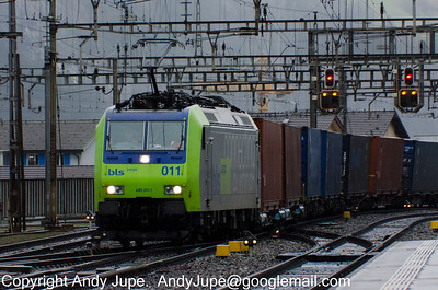 485 011-1 approaches Erstfeld station in Switzerland whilst at the head of train number 43007 on the 2nd of February 2013