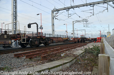 FHA 83 70 4969 005-5 (Unit A) in the consist of 4L70 09:59 Rugby Yard to Ipswich Griffin Wharf on the 8th February 2012