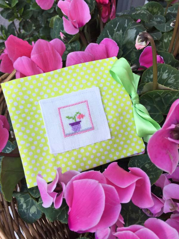 Mini cyclamen needlebook