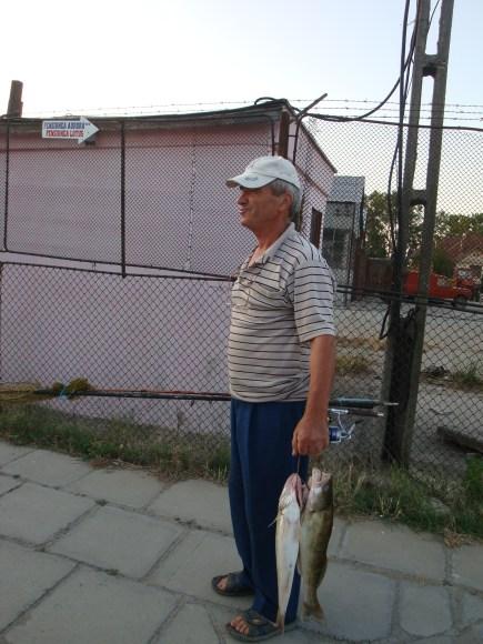 N'oubliez pas vos canes! Si non, il y a un boutique pour la pêche sur la falaise de Sulina!