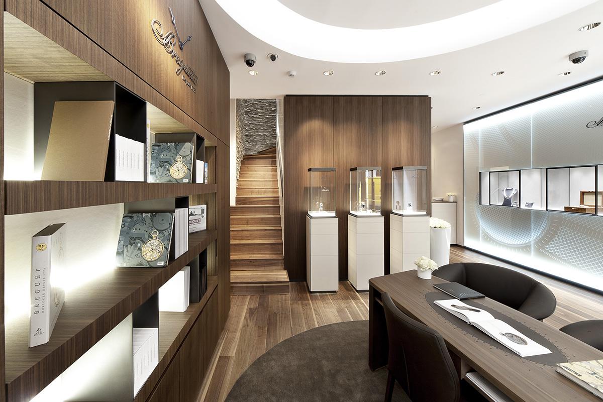 La boutique Breguet di via Montenapoleone a Milano