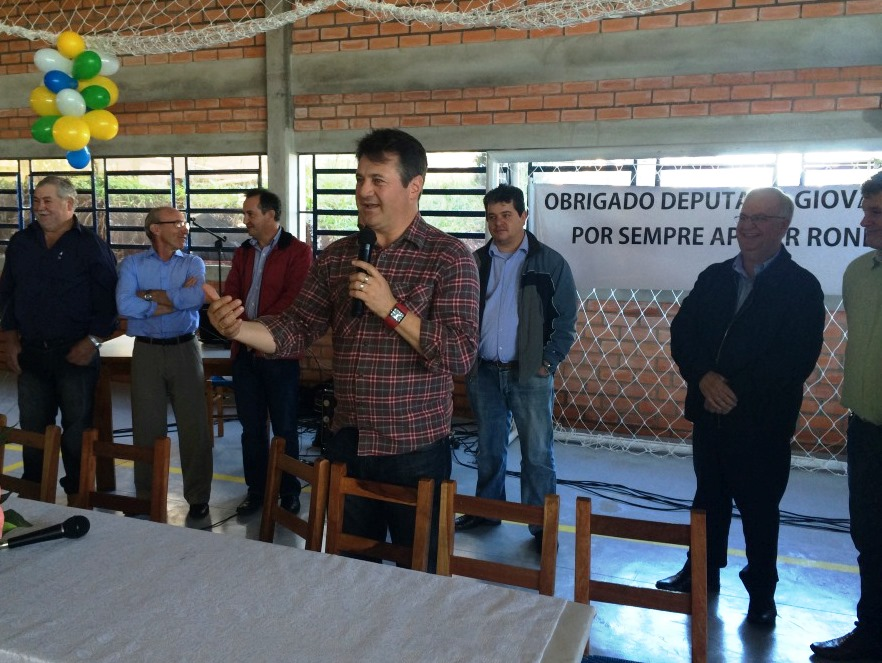 Giovani Cherini inaugurou quadra poliesportiva em Ronda Alta
