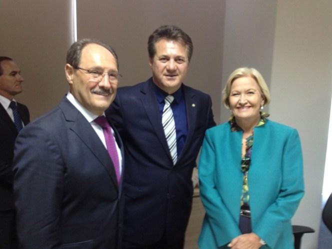 Governados do RS, José Ivo Sartori, deputado federal líder da Bancada Gaúcha Giova Cherini e a senadora gaúcha Ana Amélia Lemos