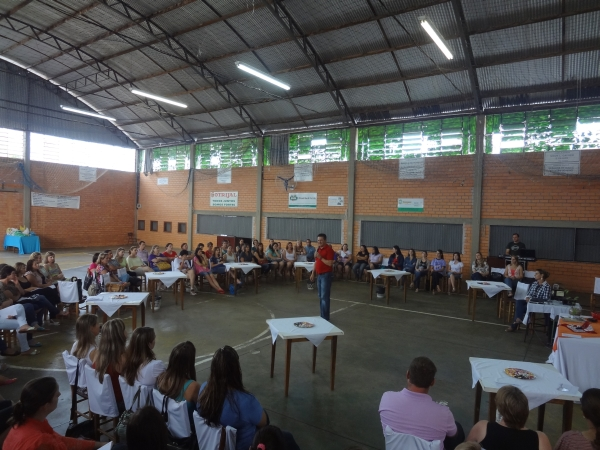 Professores do município de Tio Hugo assistem palestra do deputado Giovani Cherini