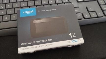 Crucial X8 Portable SSD (1TB) 1