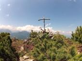 Behelfsgipfelkreuz am namenlosen Gipfel © Gipfelfieber.com