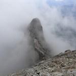 Der Grat lugt kurz aus den Wolken hervor © Gipfelfieber.com
