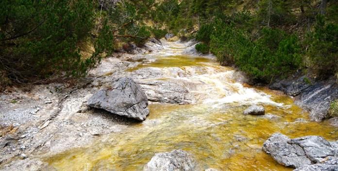 Durch den Staffelgraben: Schmale Pfade und krumme Haken