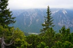 Tiefe Wolken verdecken die Kreuzspitze © Gipfelfieber.com