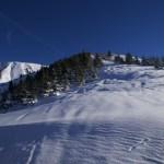 Durch die Schneise verläuft der Aufstieg © Gipfelfieber.com