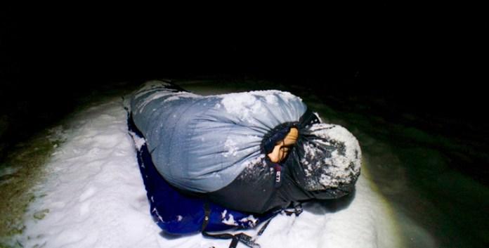 Schlafsäcke für den Winter im Praxistest: Un(v)erfroren durch die Nacht