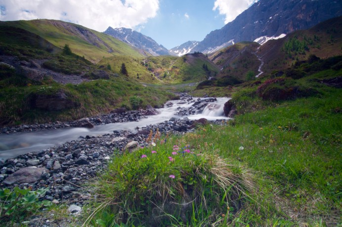 Ein Bach wird gequert ©Gipfelfieber