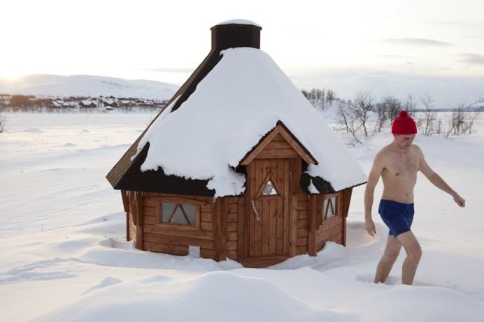 Abkühlung nach der Sauna ©Visit Finland