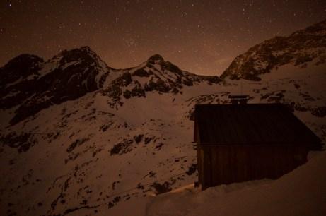 Winterraum der Coburger Hütte unter dem Sternenhimmel ©Gipfelfieber