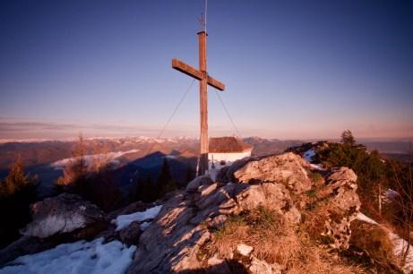 Gipfelkreuz im ersten Sonnenlicht ©Gipfelfieber