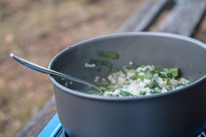 Schnelle Outdoor-Küche: Bärlauch-Risotto