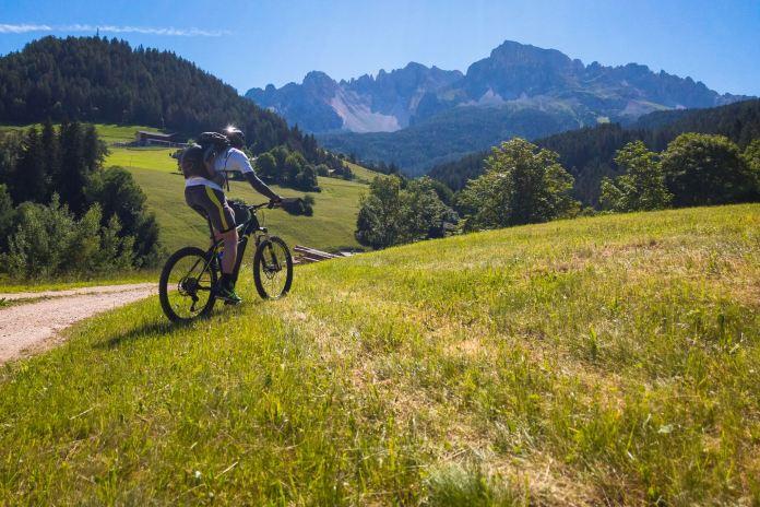 Am Fuß von Latemar und Rosengarten: Warum das mit dem E-Bike (vielleicht doch) keine schlechte Idee ist ©Gipfelfieber