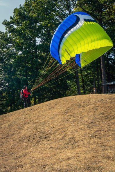 Gleitschirmflieger beim Start ©Gipfelfieber