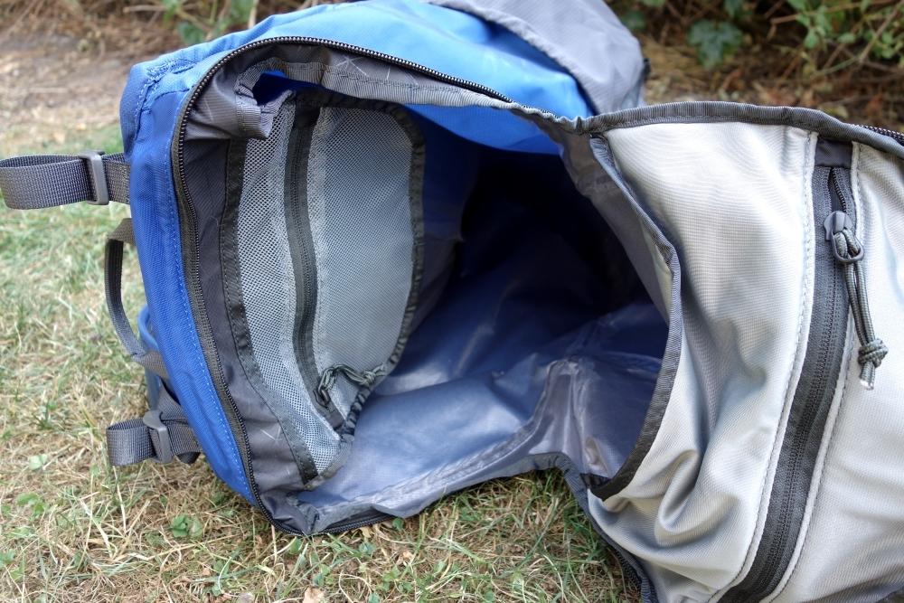 Großes Hauptfach des Mountain Hardwear Rainshadow 36 Outdry Rucksack