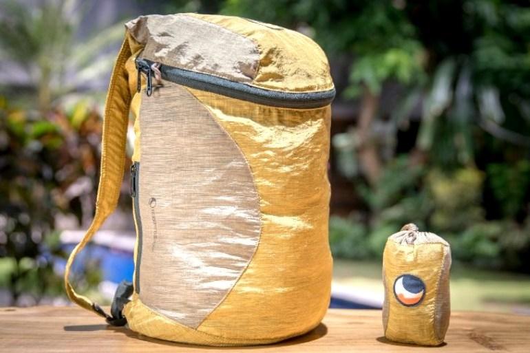 Dieser Rucksack und eine Einkaufstasche werden im Ticket to the Moon Gewinnspiel je dreimal verlost