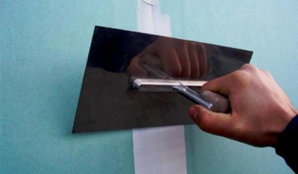 Лента для швов для гипсокартона. Лента для заделки швов гипсокартона: бумажная перфорированная и серпянка