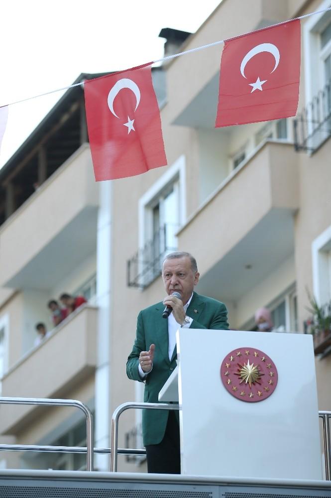 """Cumhurbaşkanı Erdoğan: """"Selden zarar gören tüm esnaflarımıza yapılan çalışma ile 50 bin liraya kadar olan zararları hibe olarak verilecektir"""""""