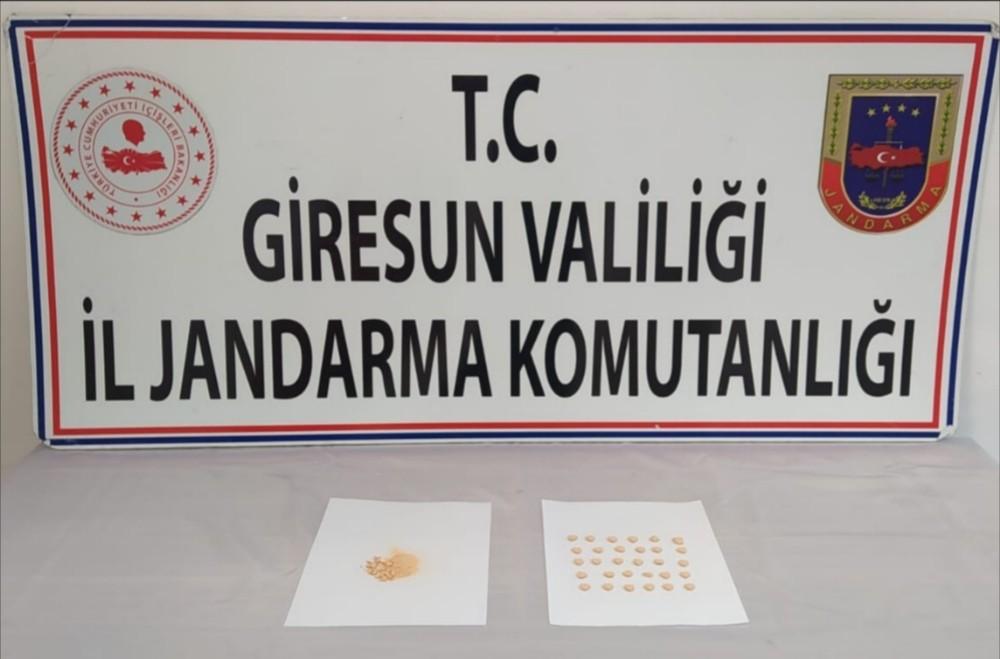 Giresun'da uyuşturucu satıcısı üzerinde 39 hap ile yakalandı