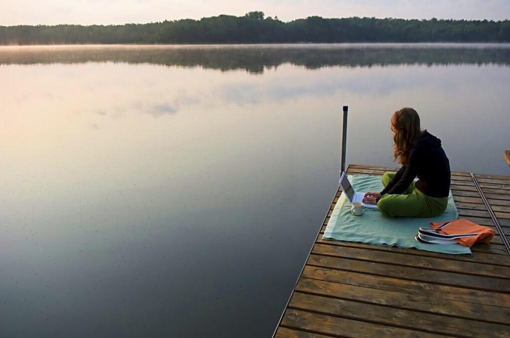Uzaktan Çalışmanın 10 Yararı ve İnsanların Neden Buna Bağımlı Olduğu