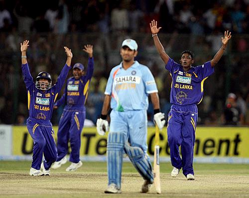 Dhoni Out in the Finals