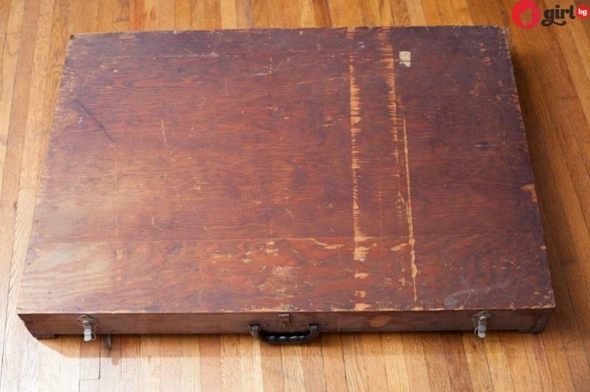 Мъж откри странна вехта кутия, хвърлена в боклука, но когато я отвори остана без думи (снимки)