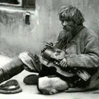 Богата дама се приближи до бездомник и го попита: Гладен ли си? Той се опита да я прогони, но това, което последва...