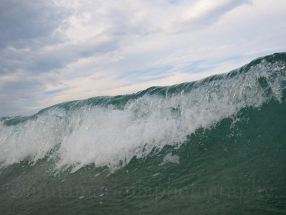 grey_sky_breaking_wave