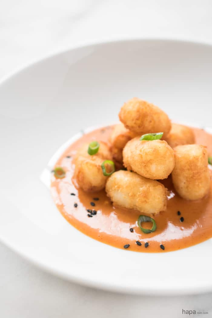 Garlic-Tater-Tots-with-Spicy-Asian-Sauce-6