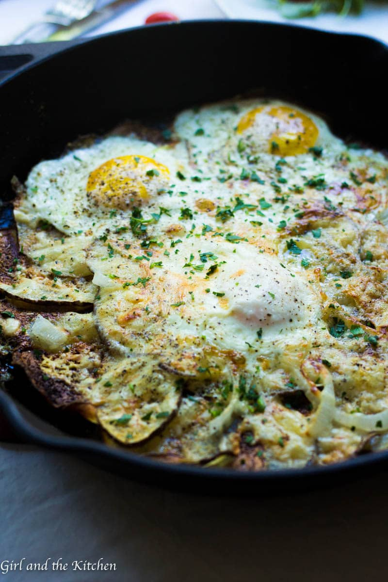 This simple 15 minute gluten free breakfast pizza boasts a super crispy potato crust, salty, melted cheeses and runny eggs. Breakfast has never been faster or more delicious!
